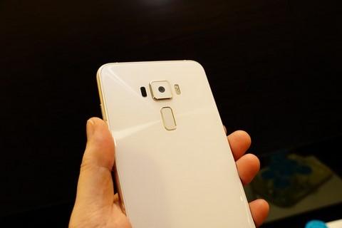 ZenFone 3の背面カメラ